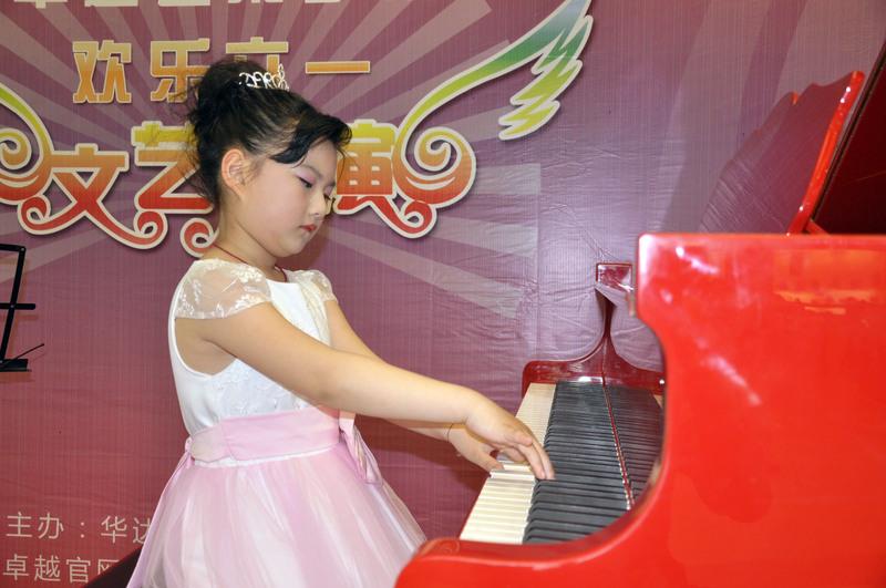 钢琴学员演奏